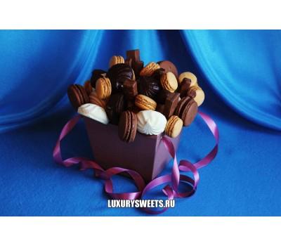 Композиция из шоколада и пирожных Карнавальная ночь