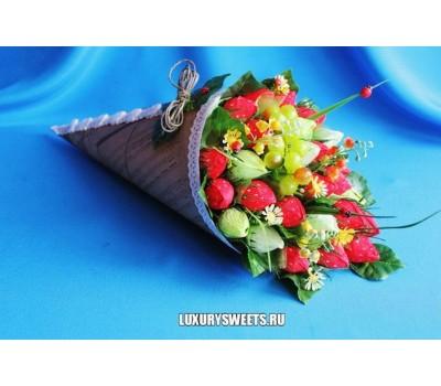 Букет из конфет Клубничное чудо 2