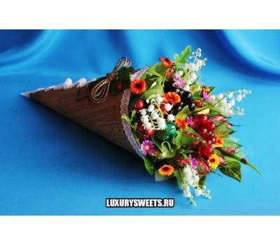 Букет из конфет Клубничная радость 2