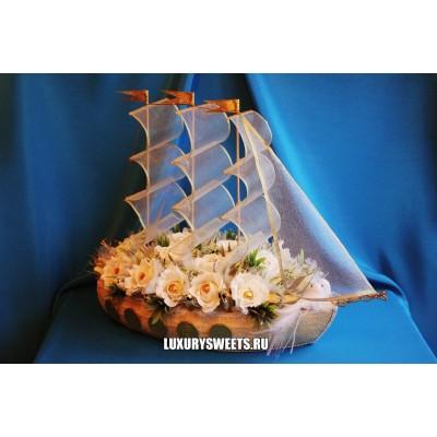 Корабль из конфет Северная пальмира