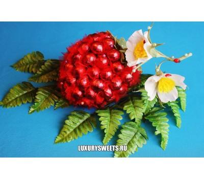 Композиция из конфет Ягода малина