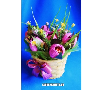 Корзина из конфет Нежные тюльпаны 2