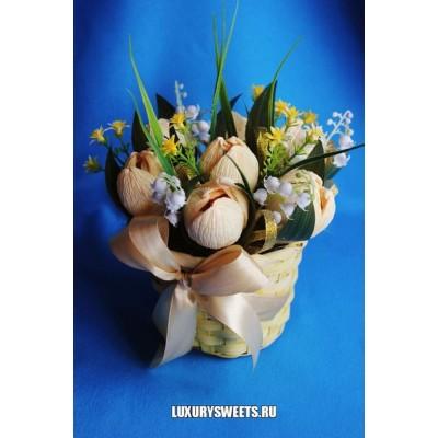 Корзина из конфет Нежные тюльпаны