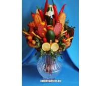 Мужской букет-закуска из колбасы, овощей и напитка Бумажный кардинал