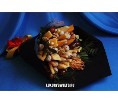 Мужской букет-закуска из сыра и орехов Легенда