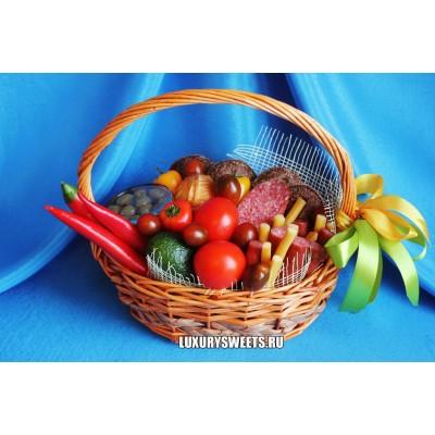 Корзина из колбасы и овощей Мясной фасад мини