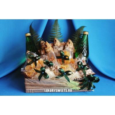 Мужской букет-закуска из вяленой рыбы и напитка Вертикаль 2