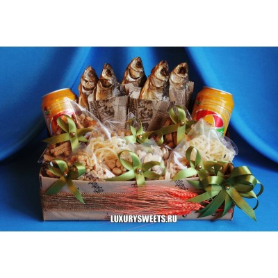 Мужской букет-закуска из вяленой рыбы и напитка Вертикаль