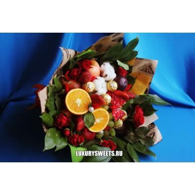 Букет из фруктов, конфет и роз Солнечная Фрейя 2