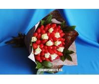 Букет из клубники и белых роз Экзотик