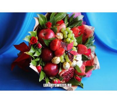 Букет из фруктов, конфет и роз Солнечная Фрейя 3