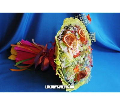 Конфетно - фруктовый букет Лакомка