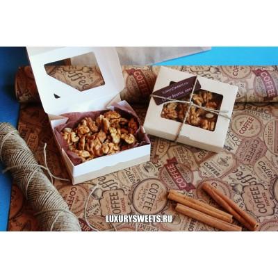 Подарочный набор из орехов Комплимент в коробке