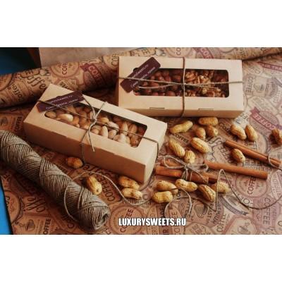 Подарочный набор из орехов Комплимент в коробке 4