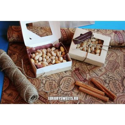 Подарочный набор из орехов Комплимент в коробке 3