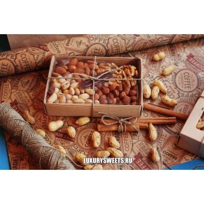 Подарочный набор из орехов Комплимент в коробке 5