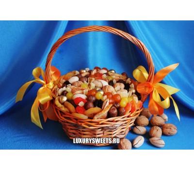 Корзина из орехов и сухофруктов Вкусные традиции
