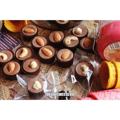 Молочный шоколад ручной работы с добавлением орешков 20 г