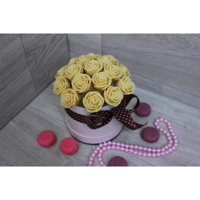 Шляпная коробка из шоколадных роз Виктория 23шт (Б)