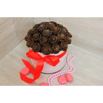 Шляпная коробка из шоколадных роз Виктория 35шт (М)