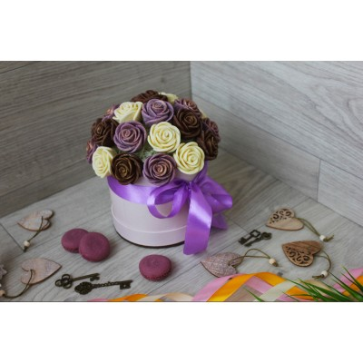 Шляпная коробка из шоколадных роз Виктория 23шт (МБС)