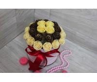 Шляпная коробка из шоколадных роз Виктория 29шт (БМ)